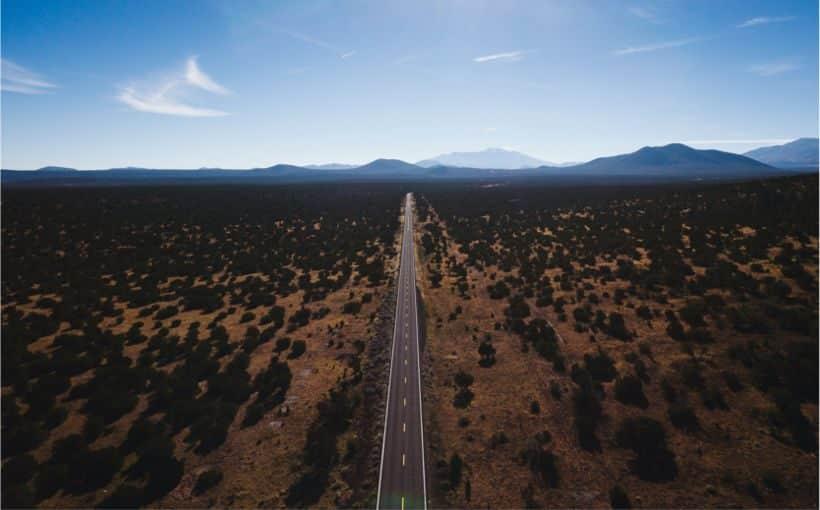 A road through the desert that should represent the React Beginners Roadmap
